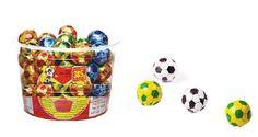 Assim como o guarda-chuvinha, a bola de futebol também tinha aquele gosto engordurado, mas amávamos ... - Reprodução