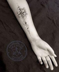 #epureatelier #marieroura #tattooartist #geometry #breizh #metatroncube #compass