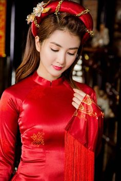 Pretty Satin, Red Ao Dai
