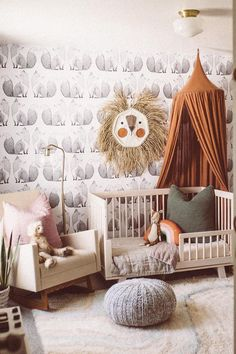 decor plants Subtle pops of color make this kid's room decor feel playful and fun. Try mixing. Subtle pops of color make this kid's room decor feel playful and fun. Try mixing warm tones with neutral patterns for an upbeat nursery room design. Chic Nursery, Nursery Neutral, Nursery Room, Lion Nursery, Neutral Nurseries, Apartment Nursery, Twin Nurseries, Natural Nursery, Modern Nurseries