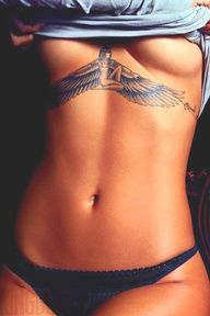 k i would never be able to pull this off..but let's be real..this is sexy as fuuuh. rihanna's egyptian queen isis <3