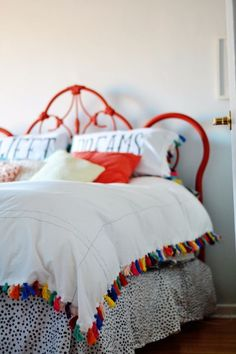 Anthropologie DIY Hacks, Clothes, Sewing Projects and Jewelry Fashion - Pillows, Bedding and Curtains - Tables and furniture - Mugs and Kitchen Decorations - DIY Room Decor and Cool Ideas for the Home   Anthro Inspired Bedroom Makeover   http://diyprojectsforteens.com/diy-anthropologie-hacks