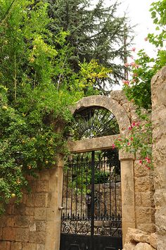 Old deir al amar Porches, Old House Design, Beautiful Sites, Cool Countries, Old Buildings, Garden Gates, Beirut, Christians, Traditional House