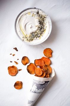 Oven Baked Sweet Potato Chips are the perfect healthy snack when you're craving for something crunchy and satisfying. Try them with savory or sweet spices! Oven baked Sweet Potato Chips w/ Cashew Tahini Dip - sweet potato chips w/ cashew tahini dip Think Food, Love Food, Fingers Food, Tahini Dip, Vegan Recipes, Snack Recipes, Sandwich Recipes, Dip Recipes, Potato Recipes