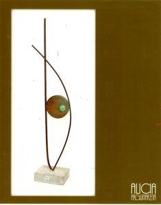 Escultura en hierro y madera