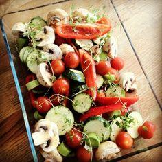Caprese Salad, Lchf, Paleo, Drinks, Recipes, Food, Drinking, Beverages, Recipies