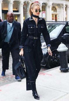 This Is How Gigi Hadid Styles a Jumpsuit for a Snow Day Gigi Hadid Looks, Gigi Hadid Style, Model Outfits, Edgy Outfits, Fashion Outfits, Luisa Lion, Marie Claire, Estilo Gigi Hadid, Model Street Style