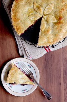 This looks good: thicker filling it seems good?A great cherry pie recipe - a slice of cherry Heaven - polanerspreads Pie Recipes, Sweet Recipes, Dessert Recipes, Cooking Recipes, Just Desserts, Delicious Desserts, Yummy Food, Homemade Pastries, Sweet Pie