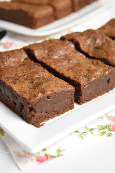 Intense, fondant et qui tient bien, c'est un … This chocolate brownie is terrible! Intense, melting and holding well, it is a delight to taste or for dessert. Tart Recipes, Brownie Recipes, Chocolate Recipes, Sweet Recipes, Snack Recipes, Dessert Recipes, Snacks, Brownie Desserts, Mousse Dessert