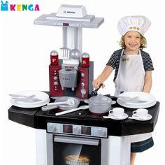 Сегодня компания Klein производит потрясающие игрушки, имитирующие бытовые приборы и инструменты. В линейке можно найти наборы из серии «Магазин», «Кухня», «Домашнее хозяйство», «Исследователь-путешественник» и многие другие. Они выглядят совсем как «взрослые», да и по функционалу мало уступают настоящим.