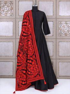 Simple Pakistani Dresses, Indian Gowns Dresses, Indian Fashion Dresses, Pakistani Dress Design, Indian Designer Outfits, Pakistani Outfits, Indian Outfits, Designer Anarkali Dresses, Designer Party Wear Dresses