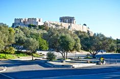 Ανήμερα πρωτοχρονιάς μαζί με το σκύλο μου το Ζορμπά κάναμε τον πρωινό μας περίπατο γύρω από την Ακρόπολη ή αλλιώς ένα ταξίδι 2500 χρόνων.