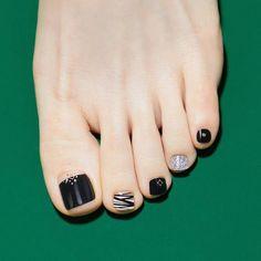 165 awe inspiring nail art designs for short nails – page 19 Fall Toe Nails, Pretty Toe Nails, Black Toe Nails, Cute Toe Nails, White Nails, Gel Nails, Toenails, Toe Nail Color, Toe Nail Art