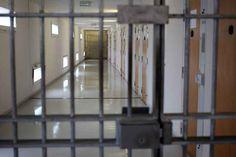 La peine d'emprisonnement de sept mois de ce voleur multirécidiviste touchait pourtant à sa fin. Le 21 mars dernier, le détenu, un jeune homme de 25 ans, s'est évadé du Centre pénitentiaire de Bordeaux-Gradignan (Gironde). Profitant de l'une de demi-journées de liberté qui lui avaient été accordées pour préparer sa réinsertion, le jeune homme s'est rendu à Brive (Corrèze), « chez son seul ami », a précisé son avocate. Il fera 6 mois de plus.