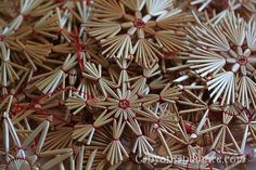 Straw Star Ornaments from Norway Christmas Tree Trimming, German Christmas Ornaments, Christmas Crafts For Kids, Christmas Images, Xmas, Straw Crafts, Diy Straw, Yule Decorations, Christmas Decorations