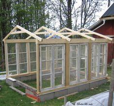Shed Plans - Une serre réalisée avec de fenêtres de récupération. - Now You Can Build ANY Shed In A Weekend Even If You've Zero Woodworking Experience! #greenhouseideas