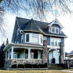 Pinterest: @CoffeeQueen4 Thank you xoxo Beautiful Buildings, Beautiful Homes, Victorian Style Homes, Victorian Furniture, House Inside, Victorian Architecture, Architectural Elements, Craftsman Style, Decoration