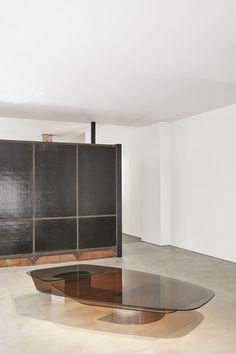 Vincenzo De Cotiis / Colored glass and brass table Glass Furniture, Table Furniture, Home Furniture, Furniture Design, Furniture Storage, Unique Furniture, Contemporary Furniture, Contemporary Design, Outdoor Shelves
