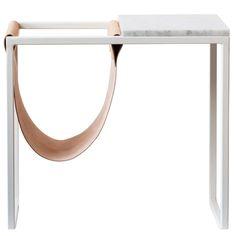 Sidobord med tidningshållare, vit/läder – Stålverket – Köp online på Rum21.se