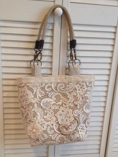 Beach Bound Straw Tote Restyle: Burlap and Bridal Lace – Terry Phillips Beach Bound Straw Tote Restyle: Burlap and Bridal Lace Flavia's Lace Over Burlap – Beach Bound Tote Lace Bag, Burlap Bags, Hessian, Patchwork Bags, Patchwork Patterns, Handmade Purses, Straw Tote, Linens And Lace, Fabric Bags