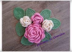 bouquet di rose all'uncinetto con foglie
