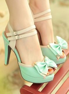 Beautiful peep-toe heels with bow in Mint.