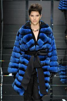 Chinchilla Fur Coat, Winter Fashion 2015, Sable Fur Coat, Coat Of Many Colors, Fur Fashion, Fashion Beauty, Winter Coat, Winter Jackets, Vogue