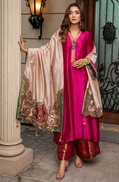 Pakistani Fashion Party Wear, Pakistani Dresses Casual, Indian Fashion Dresses, Pakistani Dress Design, Indian Outfits, Kurti Pakistani, Fancy Dress Design, Stylish Dress Designs, Designs For Dresses