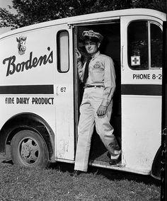 nl - - - - - - - Borden's Milk Man (Oklahoma Historical Society - Research) Tags: vintage milk dairy milkman bordens Vintage Trucks, Old Trucks, Vintage Ads, Vintage Food, Vintage Kitchen, Vintage Style, Vintage Items, Vintage Photographs, Vintage Photos