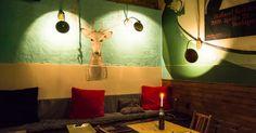 A Most és a Bordó rokona, a Jelen a Blaha Lujza téren, a Corvintető szomszédságában található. Ez az étterem-kocsma fúziójából létrejött hely tulajdonképpen egy...