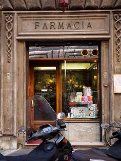 farmacia by Paul Soulellis, via Flickr