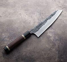 Tojiro K-Tip Gyuto handmade Japanese chef knife. Japanese Cooking Knives, Japanese Kitchen Knives, Japanese Chef, Global Knife Set, Global Knives, Cool Knives, Knives And Swords, Handmade Chef Knife, Cooks Knife