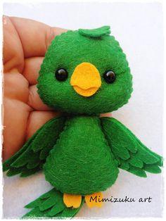 little felt toys Felt Animal Patterns, Felt Crafts Patterns, Felt Crafts Diy, Felt Diy, Stuffed Animal Patterns, Felt Birds, Felt Christmas Ornaments, Tropical Birds, Felt Animals