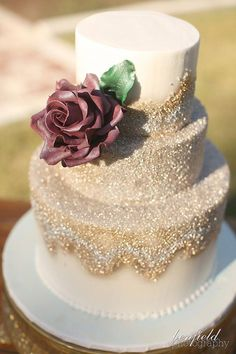Hochzeitsthemen 30 Stylish Gold Polishes For Your Fall Wedding A Gold Glitter Wedding Cake With A Cr Sparkle Wedding Cakes, Gold Glitter Wedding, Wedding Cake Roses, Fall Wedding Cakes, Beautiful Wedding Cakes, Wedding Cake Designs, Beautiful Cakes, Amazing Cakes, Gold Sparkle