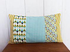 Housse de coussin 50 x 30 cm patchwork de 4 tissus motifs géométriques Moutarde…