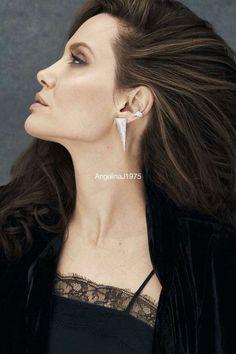 цветная Angelina Jolie Makeup, Angelina Jolie Pictures, Brad Pitt And Angelina Jolie, Beautiful Celebrities, Most Beautiful Women, Beauty Full Girl, Hollywood Actresses, Ideias Fashion, Celebrity Style