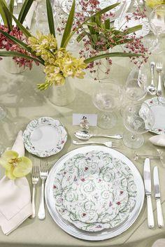 Montamos uma mesa para receber amigos em um almoço cheio de alegria, com louças lindas da Luxe4Home e outros detalhes que amamos!