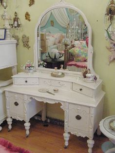 I want this vanity! ...and if I hadn't been dumb and tossed the bedroom set I grew up with just a few years back, I could have it too because this is the style it was.  I happened to NEED a pretty vanity right now, to make it worse....