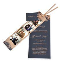 online selbst gestalten: modern rustikale Hochzeitseinladung als Kartenset mit Anhaenger in blau mit kupferfarbenen Ornamenten. ❤ kostenlose Musterkarte
