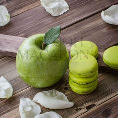 Бог создал женщину, а женщина, вонзив зубки в яблоко, создала писателя.  Джером Клапка Джером #sezonmacaron #macarons #macaroons #макарон #макарун