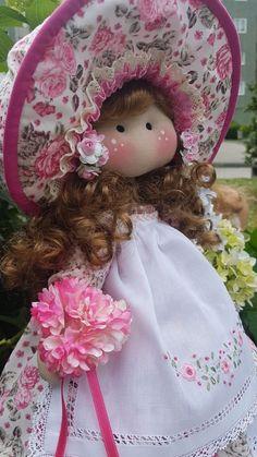 Blog de trabajos de María José Veira. Patchwork, calceta, ropita, muñecos, capotas, manteles, cortinas, bordados, ganchillo. Labores artesanales. Sewing Doll Clothes, Sewing Dolls, Doll Clothes Patterns, Doll Patterns, Diy Crafts For Gifts, Crafts To Make And Sell, Animal Quilts, Felt Toys, Diy Doll