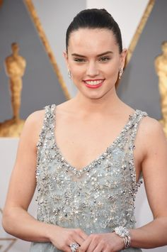 Pin for Later: Zoom Sur Tous les Beauty Looks des Oscars Daisy Ridley