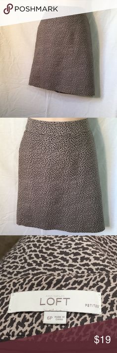 Ann Taylor loft petite animal print skirt 6P Very pretty Ann Taylor loft animal print skirt Size 6P Zips up the back Nicely lined Cotton /silk Waist 32 inches Overall length 20 inches Excellent condition Check my other items I love to bundle ann taylor loft Skirts Mini
