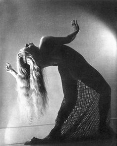 Philippe Halsman – Enchantress for Magazine Lilliput, January 1939. S)