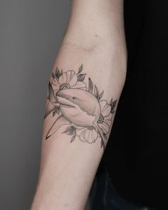 Great White Shark by Minnie at Seventh Day Tattoo Studio. Hai Tattoos, Body Art Tattoos, Sleeve Tattoos, Tatoos, Piercing Tattoo, Nose Piercings, Peircings, Dream Tattoos, Tattoo Ideas