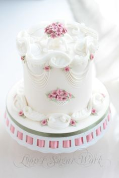 Awesome Uses for Royal Icing Gorgeous Cakes, Pretty Cakes, Amazing Cakes, Fancy Cakes, Mini Cakes, Cupcake Cakes, Cupcakes, Rosebud Cakes, Royal Icing Cakes