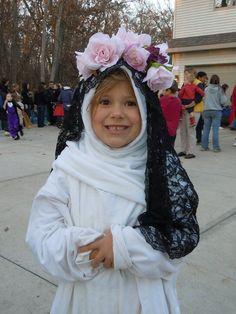 Saint Costume, St Rose Of Lima, All Saints Day, Catholic School, Fall Decorating, School Projects, Cute Kids, Celebrations, Religion