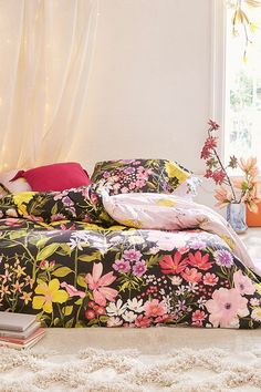 Find everything you need for your bed at UO. Shop duvet covers, quilts, comforters and bedding sets in floral, boho & tie dye patterns! Cute Duvet Covers, Bed Duvet Covers, Bedding Sets Online, Luxury Bedding Sets, Duvet Bedding, Comforter Sets, Duvet Covers Urban Outfitters, Black Duvet Cover, Cheap Bed Sheets