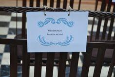 Decidieron usar unos cartelitos para mostrar los asientos reservados. #boda #ceremonia