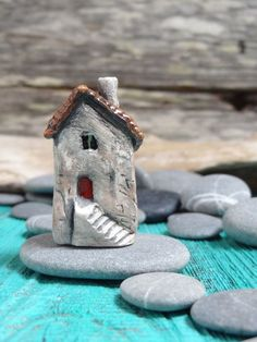 Miniature fairy castle OOAK ceramic porcelain by theCherryHeart Clay Houses, Ceramic Houses, Miniature Houses, Miniature Dolls, House Ornaments, Clay Ornaments, Clay Projects, Clay Crafts, Kitsch